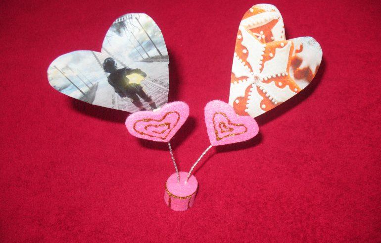 Сердечная подставка ко Дню влюбленных