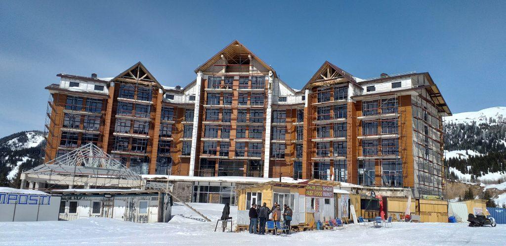 строящаяся гостиница в Годердзи