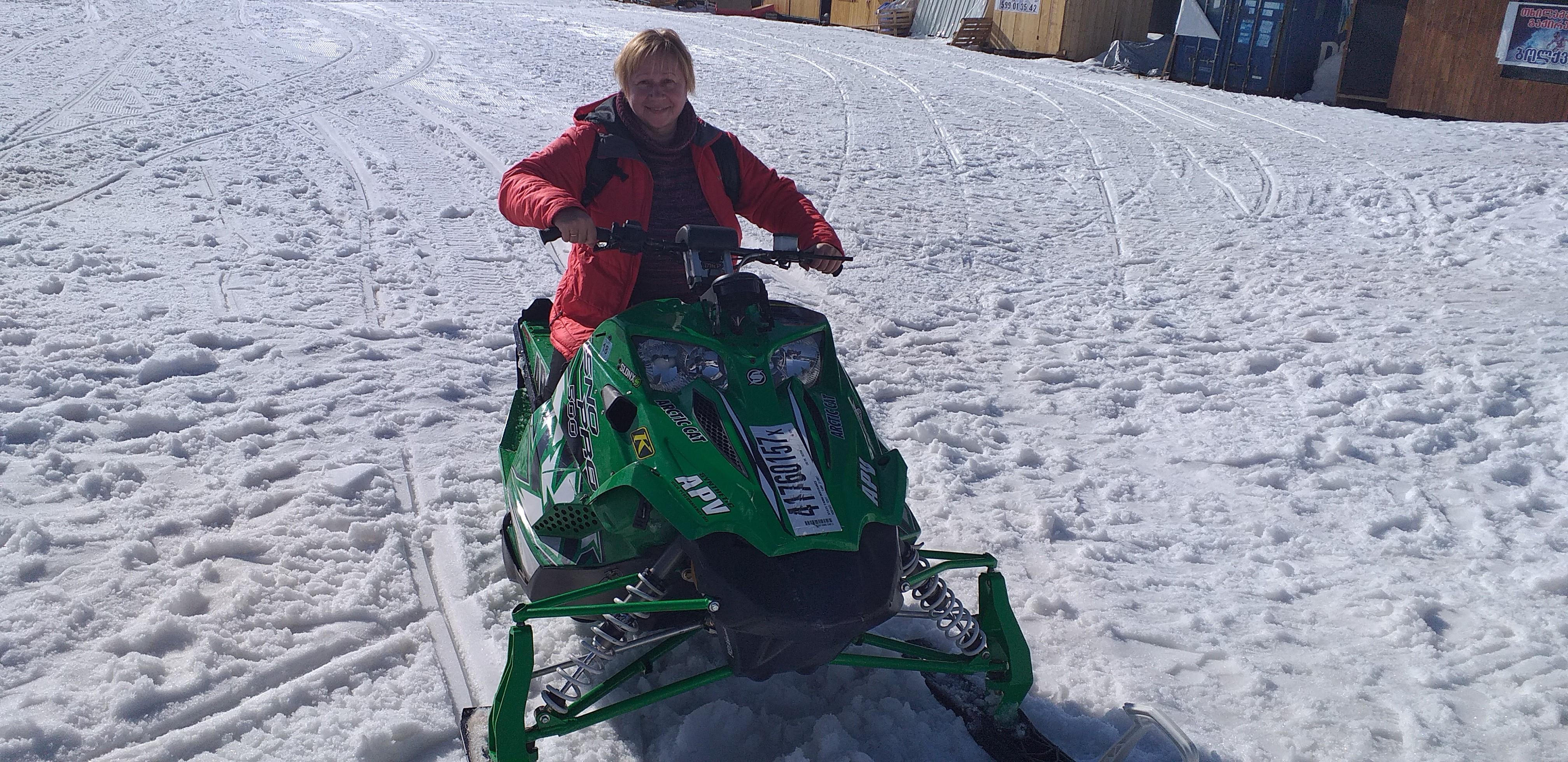 катание на снегоходе в Годердзи