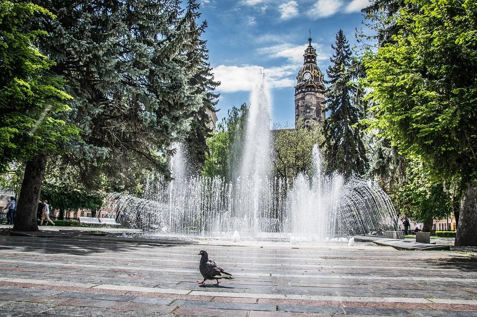 в центре города Кошице поющий фонтан