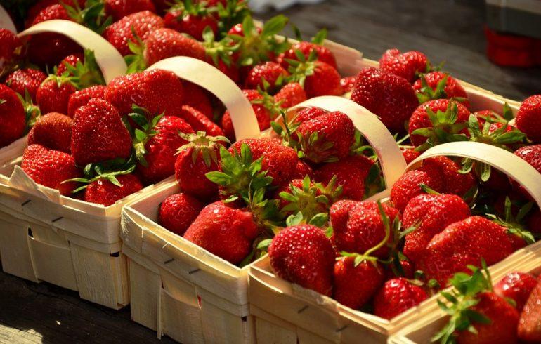 Первая ягода: как выбрать клубнику