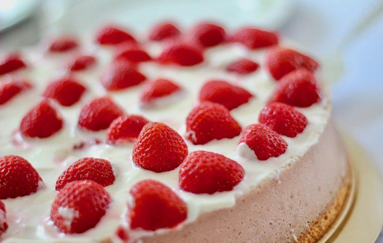 Клубничный пирог без выпекания