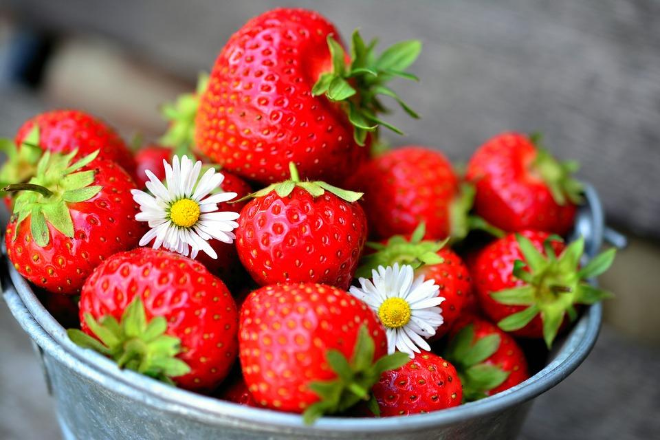 ягоды клубники можно использовать для красоты