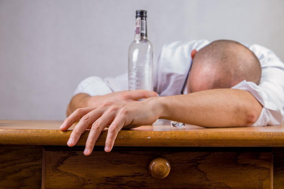 у спиртных напитков тоже есть срок годности