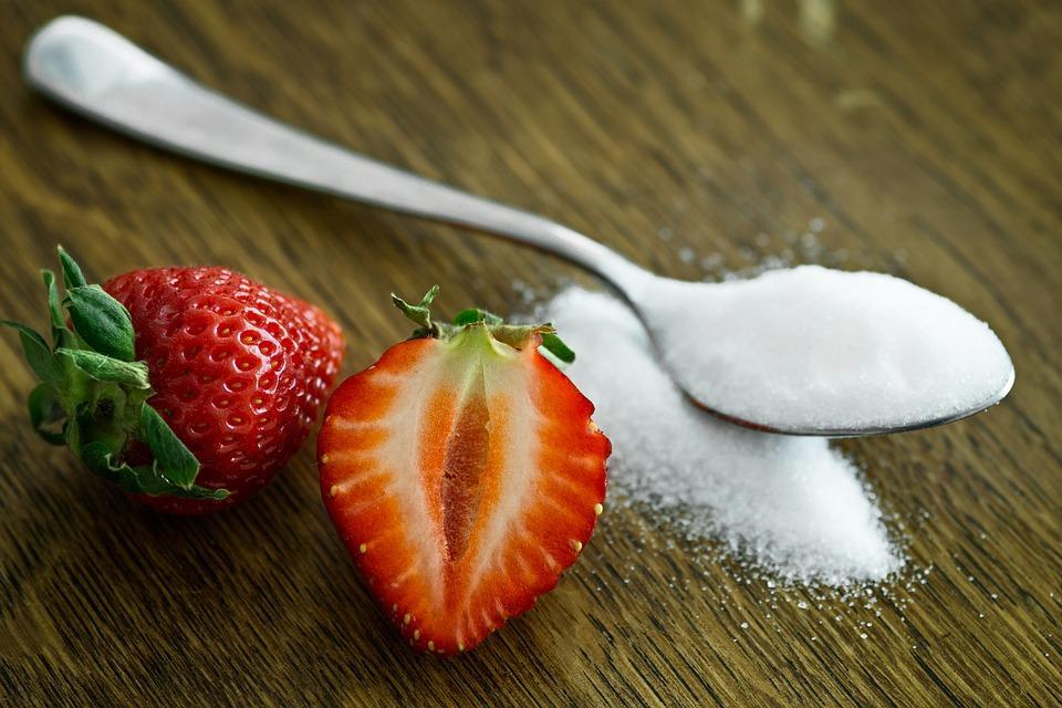 клубника и ложка сахара