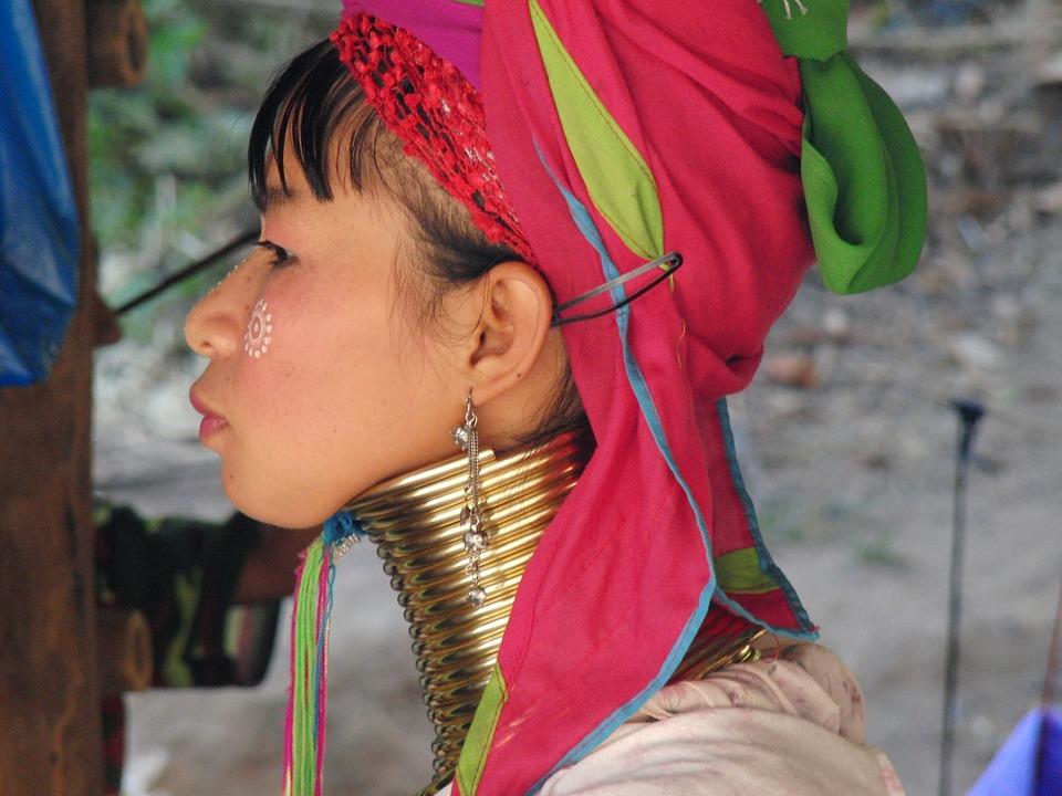 женщина жираф в Бирме