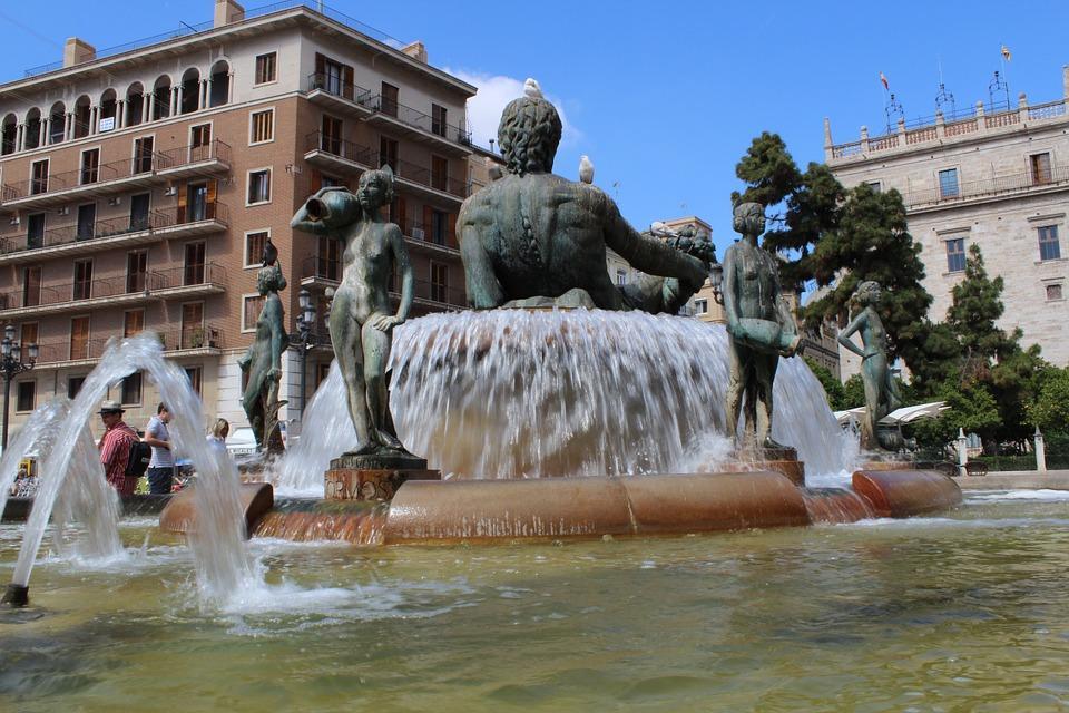 роскошный фонтан в Валенсии
