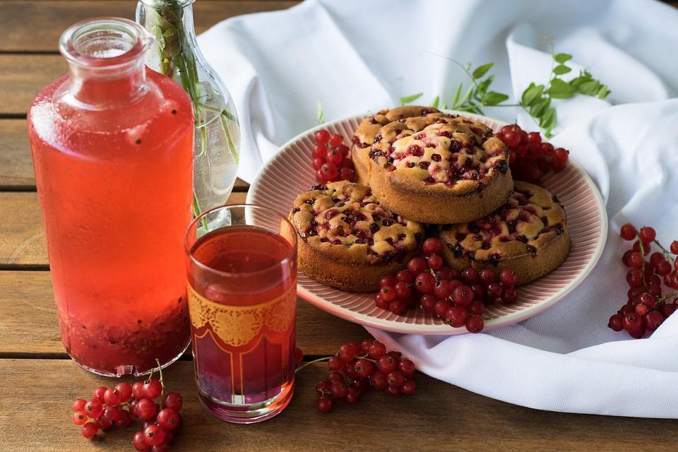 ягодный напиток в стакане