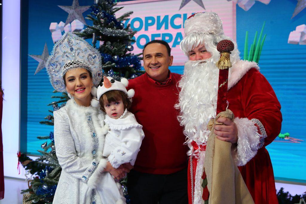 Владимир Гришко со Снегурочкой и Дедом морозом