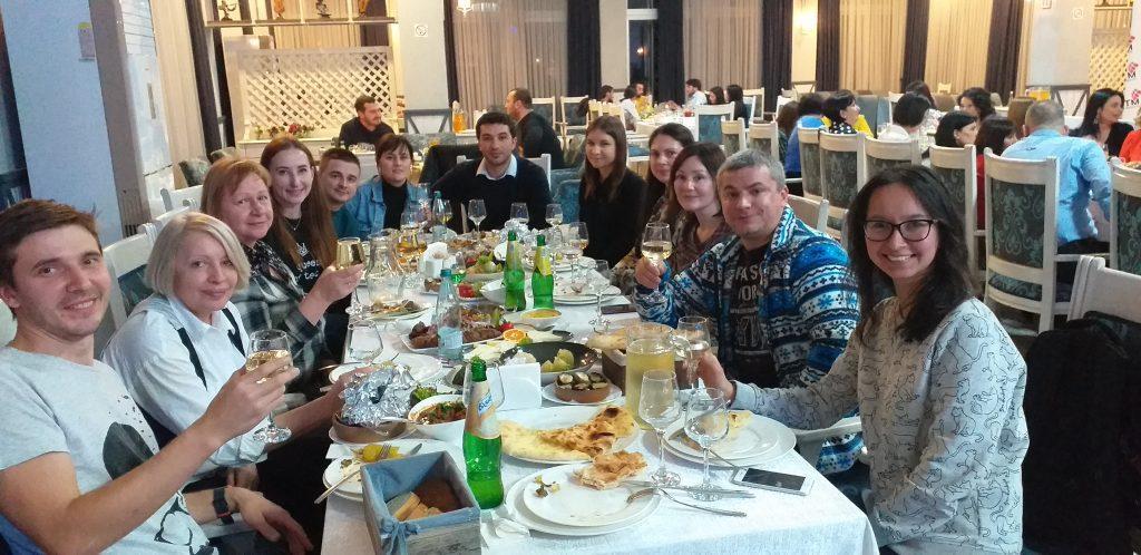 застолье в грузинском ресторане