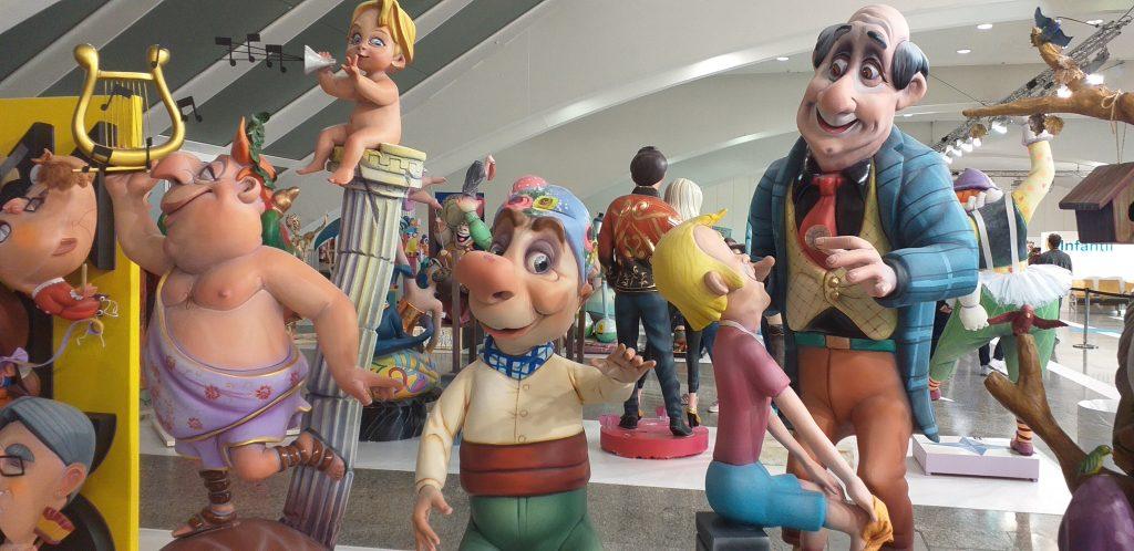 выставка куол для праздника Фальяс в Валенсии