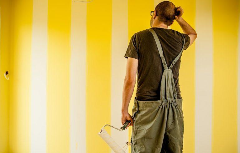 красить стены валиком