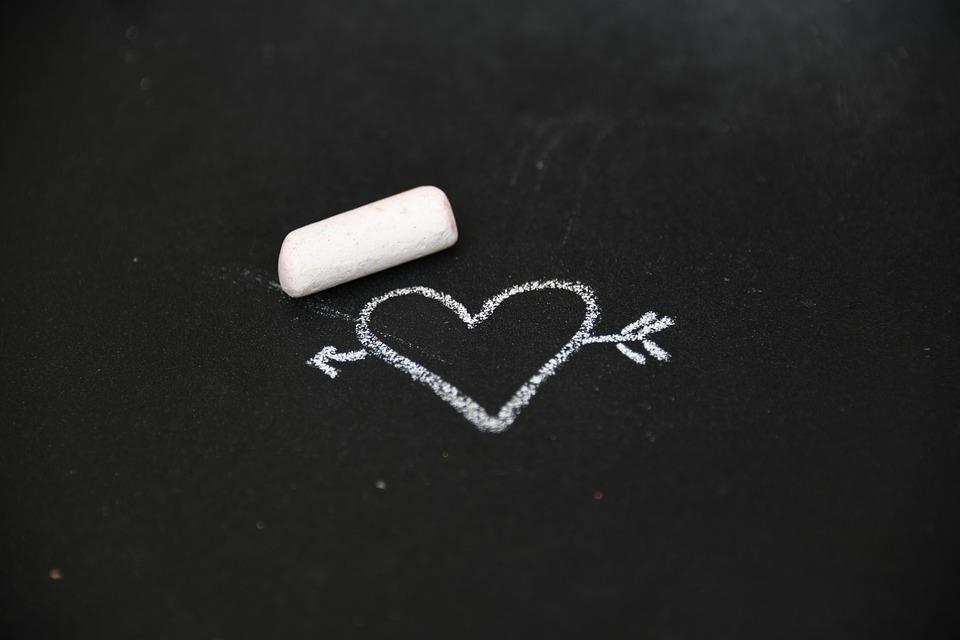 мел и нарисованное сердце