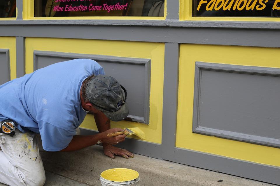 как покрасить стену краской