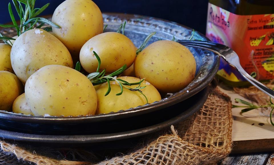 блюдо из вареной картошки