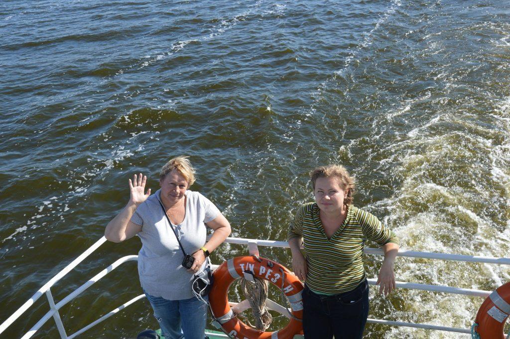 На борту теплохода во время прогулки по Киевскому морю в Вышгороде