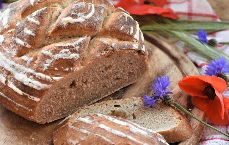 Хлеб на столе — счастье в семье