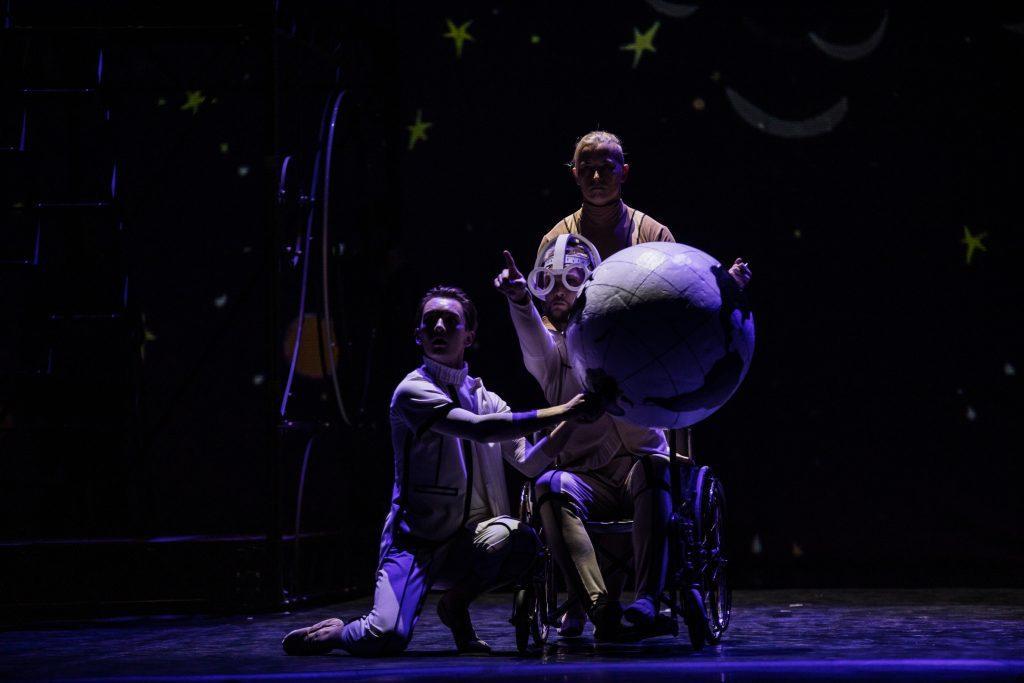 сцена из балета Маленький принц