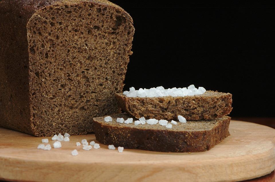ржаной хлеб и соль