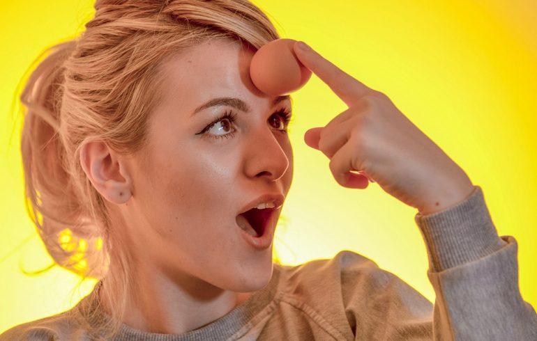 Яйцо освежит лицо, разгладит морщинки и укрепит волосы