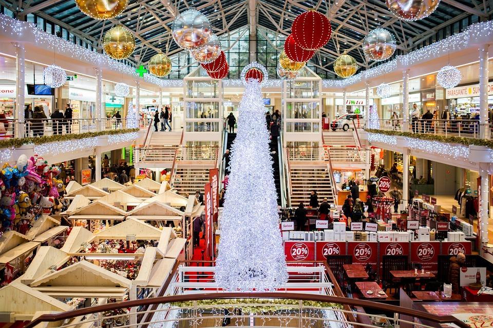 супермаркет в период новогодних праздников