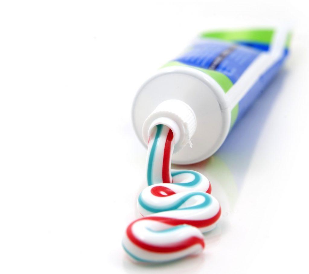 тюбик зубной пасты