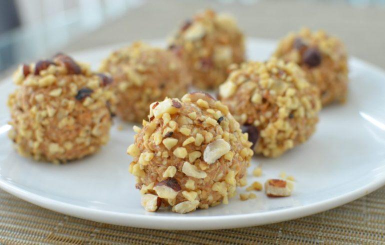 Творожные шарики с халвой и орехами рецепт