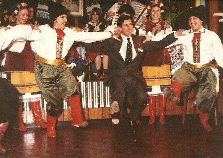 принц Чарльз учится танцевать украинский гопак