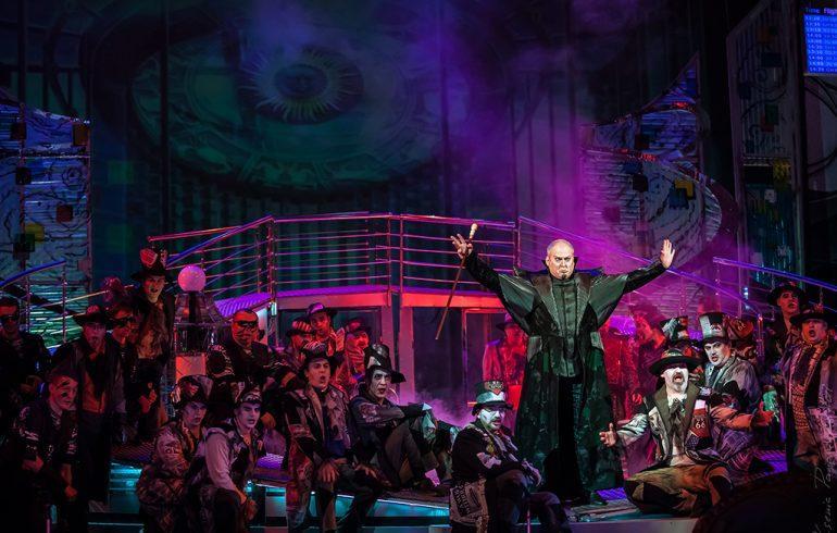 Май в опере: любовные страсти и гала-концерты