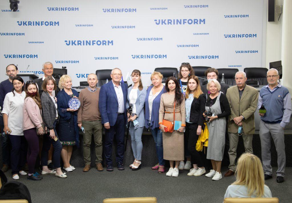 Мэр Бердянска Виталий Баранов с журналистами