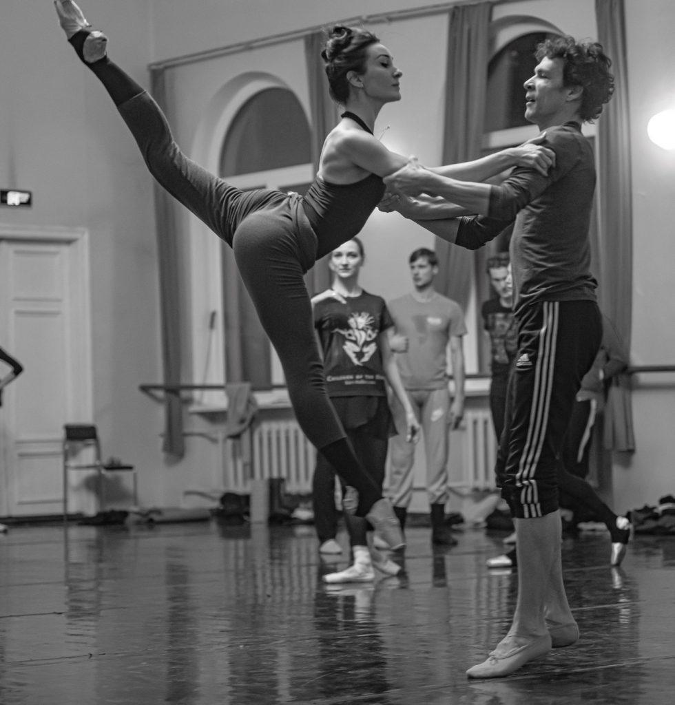 артисты балета на репетиции