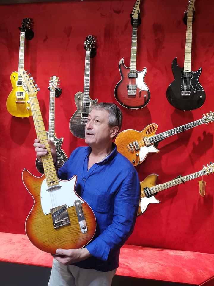 основатель музея гитар Александр Дорошенко