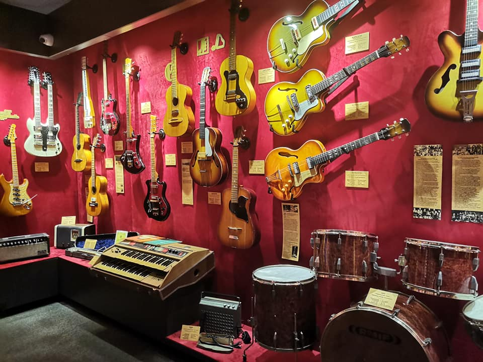 Как стать рок-звездой за час? Иди в музей гитар!